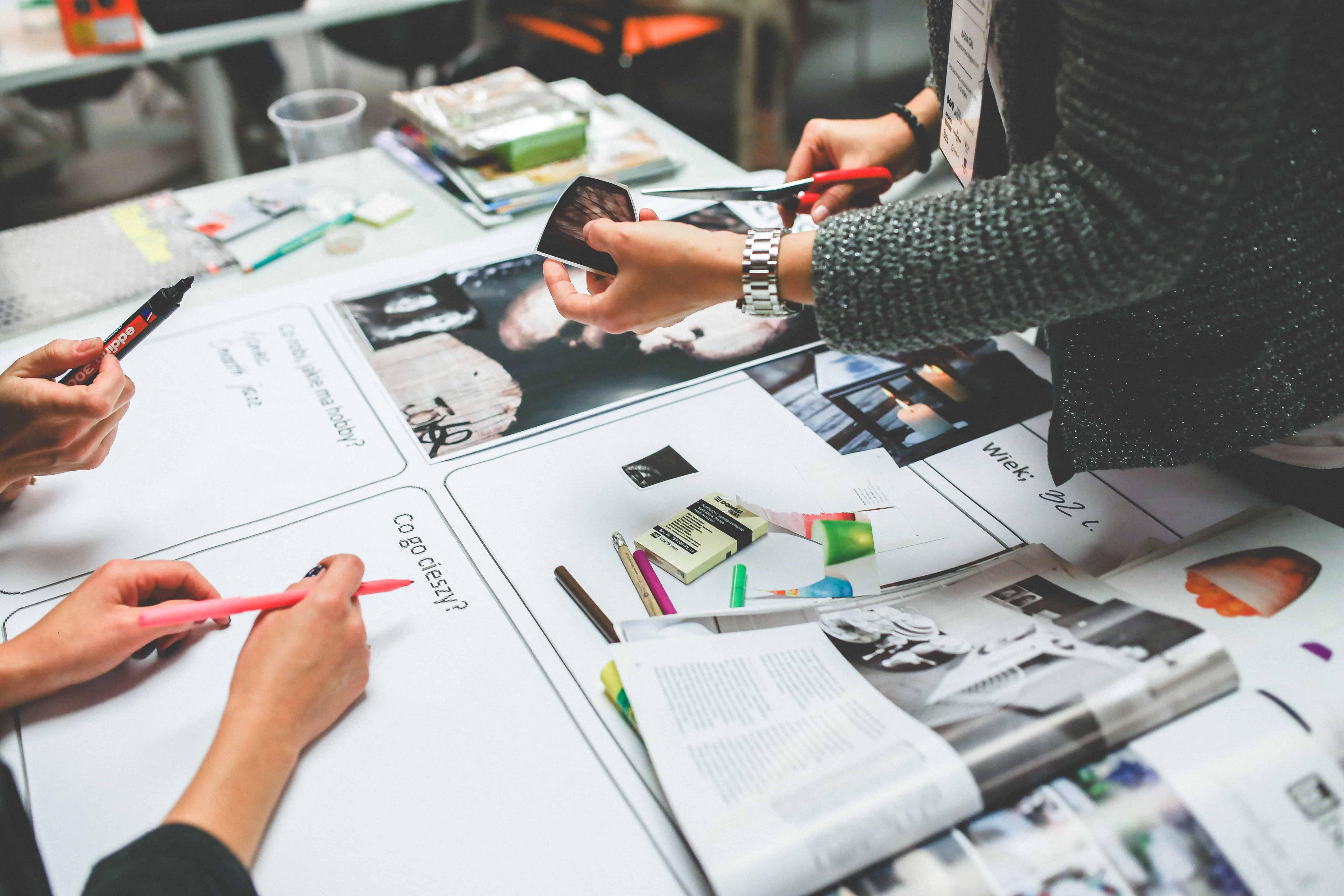 Mesa de trabalho de time de design